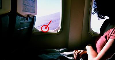Deshalb hat das Flugzeugfenster ein Loch